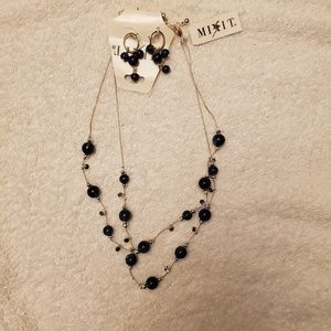 Mixit Ladies necklace and earring set NWT